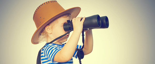 Child in hat looking through binoculars )